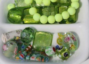 緑色のアクセサリー